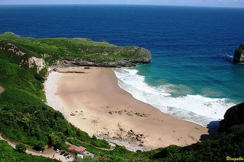 playa de la ballota en llanes
